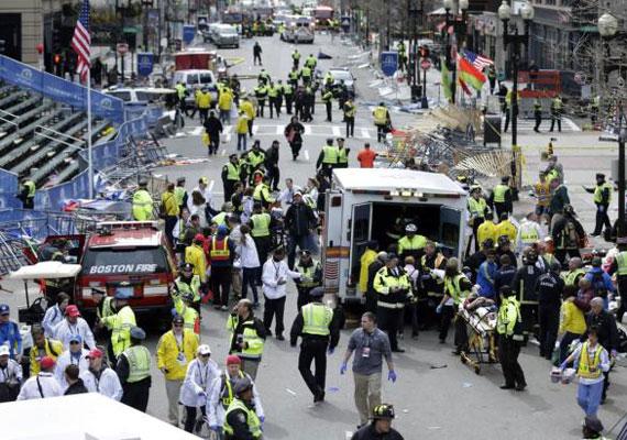 30 vádpontban találták bűnösnek a két évvel ezelőtti bostoni terrortámadás életben maradt elkövetőjét. A vádpontok közül összesen 17 olyan súlyos, hogy akár halálra is ítélhetik a robbantót, de a büntetésről később döntenek az esküdtek. Dzsohar Carnajev 2013. április 15-én a bátyjával készített házi bombával robbantott a bostoni maraton finisében. A merényletben hárman - köztük egy nyolcéves kisfiú - életüket vesztették, több százan megsérültek. Carnajev bátyját később a rendőrök lőtték le.