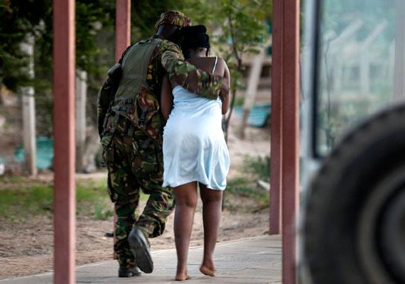 Közel 150 embert - többségében egyetemi hallgatót - gyilkoltak meg a kenyai Garissában csütörtökön. A támadást az al-Shabab nevű szomáliai szélsőséges iszlamista terrorcsoport követte el. A beszámolók szerint az egyetemi épületbe betörő fegyveresek a keresztény diákokra vadásztak.