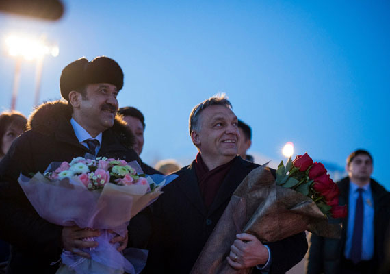 Furcsa dolgokat mondott kazahsztáni látogatásán Orbán Viktor. A háromnapos látogatásra Asztanába érkező kormányfő a helyi hírügynökség szerint arról beszélt, hogy mi - itt feltehetően az egész magyarságra gondolt - genetikailag különbözünk az európaiaktól. Brüsszelben nincsenek rokonaink, bezzeg Kazahsztánban, ahol otthon érezhetjük magunkat - fejtegette a miniszterelnök. Ezután gazdasági együttműködésről is tárgyaltak, és Orbán jól megdicsérte a kazah diktátort, Nurszultan Nazarbajevet.
