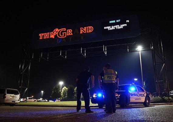 Egy férfi lövöldözött egy Louisiana állambeli moziban. Ahogy elkezdődött a film, válogatás nélkül kezdett tüzelni a nézőkre az 58 éves elkövető. Három ember meghalt a támadásban, és heten megsebesültek. Mint ismert, 2012-ben 12 emberrel végzett Denverben a huszonéves James Holmes egy Batman-film vetítése alatt. Holmest tettéért nemrég halálra ítélték.