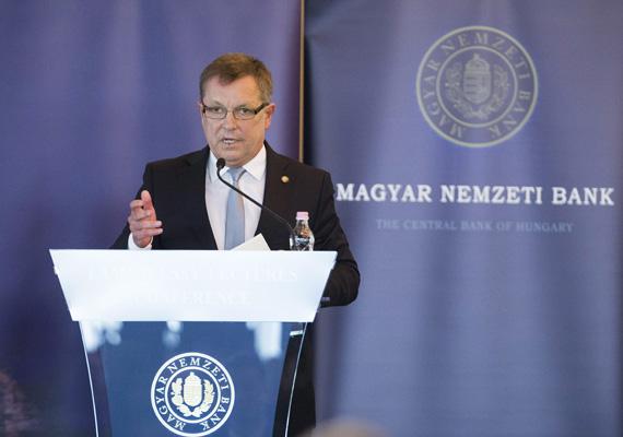 Január 31-re, péntekre a forint újabb zuhanórepülésbe kezdett. A reggeli 309-ről kora délutánra 314-ig zuhant az euróval szemben. Ahogy reggeli két nyilatkozatában Orbán Viktor kormányfő, úgy délután az MNB-konferencia zárszavában Matolcsy György sem nyugtatta meg a befektetőket.