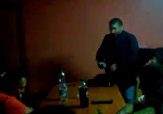 Lemondott posztjáról az MSZP kommunikációs igazgatója, Déri Balázs, aki szerda késő este azt közölte az MTI-vel, hogy október 17-én ő adta át a hvg.hu munkatársainak a bajai videofelvételt, amiről senkit nem tájékoztatott, hiszen úgy gondolta, hogy az oknyomozó újságírás kimondatlan szabályai alapján ez rá és az újságírókra tartozik.
