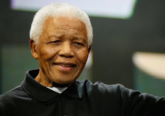 A héten csütörtök éjjel, 95 éves korában meghalt Nelson Mandela, Dél-Afrika első fekete bőrű elnöke.