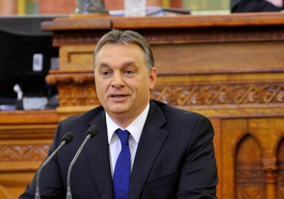 A pénteki napig 74 ezer aktivista jelentkezett a Fidesz Magyar Csapat elnevezésű kampánycsoportjába. Ennek célja, hogy a résztvevők a választásokig aktívan megvédjék a rezsicsökkentést. Eddig többségben nők és fiatalok jelentkeztek.