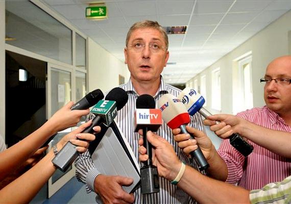 A volt miniszterelnök, Gyurcsány Ferenc pert vesztett első fokon, amit az Elment az öszöd című film miatt indított Dézsy Zoltán rendező ellen személyiségi jogainak megsértése miatt. A Fővárosi Törvényszék elutasította keresetét, és 69 ezer forint költség megfizetésére kötelezte.