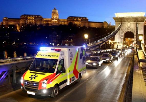 A parlament elfogadta az újabb egészségügyi törvénycsomagot december 17-én, kedden. Ennek értelmében a szabályzat rögzíti a legkedvezőbb árú gyógyszerek körét, a támogatási szabályokat, bővíti a betegek által igénybe vett ellátások lekérdezési lehetőségét és az Országos Mentőszolgálat feladatait.