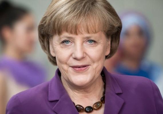A német törvényhozás alsóháza az ősz eleji választások után december 17-én, kedden nagy többséggel kancellárrá nevezte ki az 59 éves Angela Merkelt, akit már harmadszorra választottak meg Németországban. Ezek után a közös kormányzásra készülő konzervatívok és szociáldemokraták képviselői megkezdhetik az érdemi munkát.