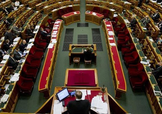A Fidesz hétfőn bejelentette, hogy támogatná az adócsalás ügyében létrehozott munkacsoportot, amennyiben lezárult az ügy, és megállapították a jogi felelősséget.