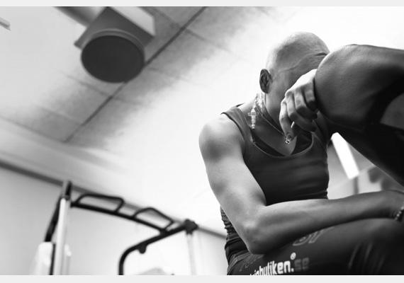 A 2014-es Word Press Photo felvételeiből szemezgettünk, melyek közül kétségtelenül a svéd sportolónő, Nadja Casadei képe a legmegrendítőbb. Casadei rákbetegséggel küzd, de ez nem tántorítja el attól, hogy a brazil nyári olimpiára készüljön. Nézd meg a többi fotót is! »