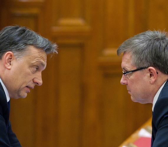 Matolcsy György szerdán és csütörtökön is közleményt adott ki. A szerdaiban Járai Zsigmond volt jegybankelnököt bírálta, amiért azt mondta rá, hogy elhasználódott, csütörtökön pedig Kopits Györgyöt, a Költségvetési Tanács volt elnökét, aki szerint Matolcsy lenullázta magát.