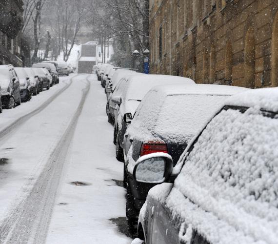 Akinek nincs munkája, elmehetett hómunkásnak. A héten is esett a hó, jövő héten enyhülés várható.