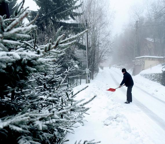 Beköszöntött a tél, súlyos mínuszok várhatók. A Mátrában havazott.