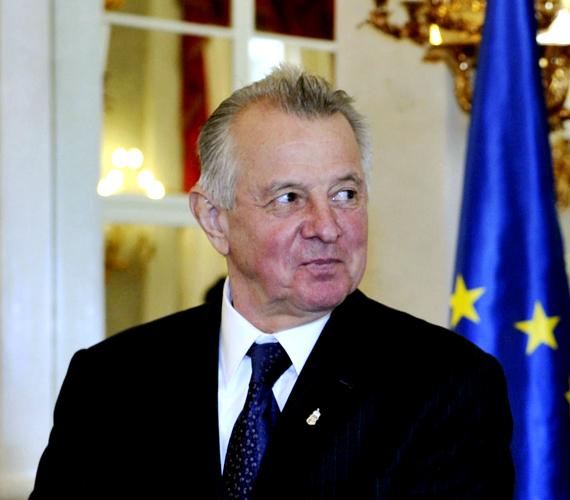 Felállt a Schmitt Pál kisdoktori disszertációját vizsgáló bizottság.