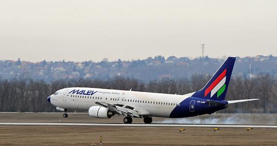 A Malév Helsinkiből indult, utolsóként érkező repülőgépe landol a Budapest Liszt Ferenc Nemzetközi Repülőtér futópályáján. A Malév igazgatósága elrendelte a magyar nemzeti légitársaság üzemszerű működésének beszüntetését. A döntés értelmében február 3-án hat órától, 66 évnyi csaknem folyamatos működés után nem szálltak fel Malév-repülőgépek.