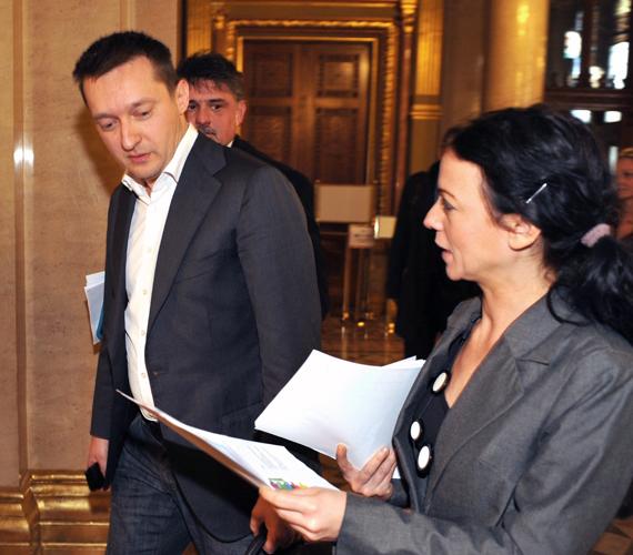 Rogán Antal és az LMP aláírásgyűjtő kérdőíve.