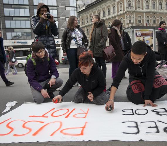 A Nők a Nőkért Együtt az Erőszak Ellen Egyesület nőnapi demonstrációja.