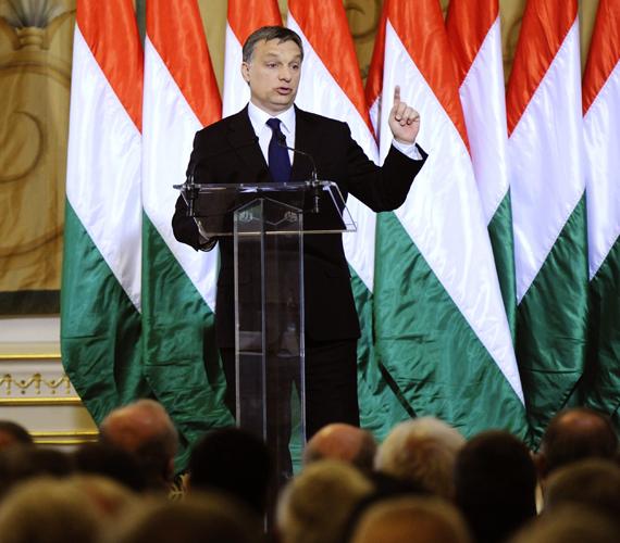 Orbán Viktor miniszterelnök szerint nem rajta múlik, hogy nincsenek EU-IMF-tárgyalások. Ő ül az asztalnál, az IMF meg nem jön.
