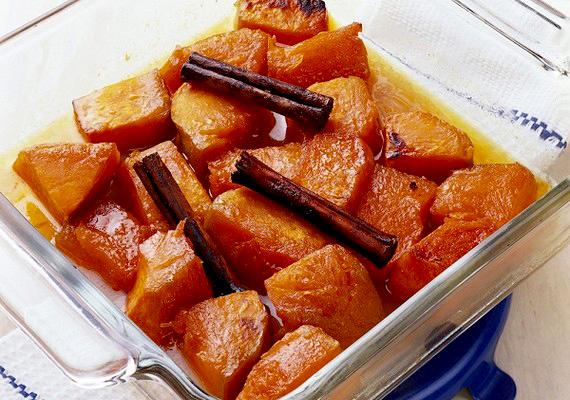 A fahéjas sült alma csodálatos édesség, és egy kissé már a telet idézi.