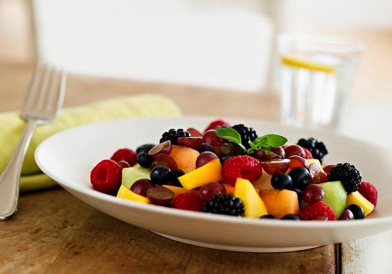 A gyümölcssaláta az örök mentsvár a fogyni vágyó édesszájúak számára. Őszi gyümölcsökből is ízletes keveréket készíthetsz.