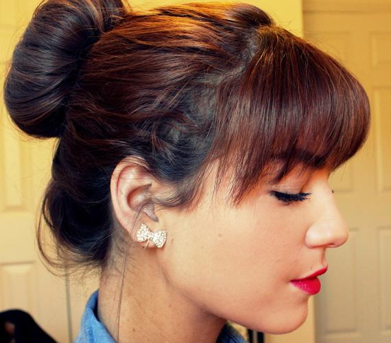 A konty egyszerű és mutatós, ráadásul úgy variálhatod, vagy egészítheted ki hajékszerekkel, ahogyan szeretnéd.