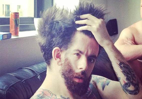 Úgy tűnik, egyeseknek a hajuk is kettéáll a kialvatlanságtól.