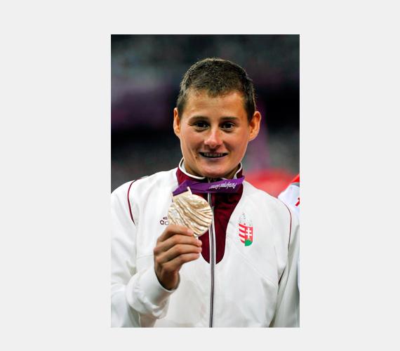 Biacsi Ilona bronzérmes 1500 méteres síkfutásban. Ikertestvére negyedik lett ugyanebben a számban.