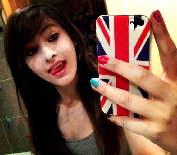 A lány külseje nemrégiben nagy változáson ment keresztül: megszabadult hosszú, sötétbarna fürtjeitől.