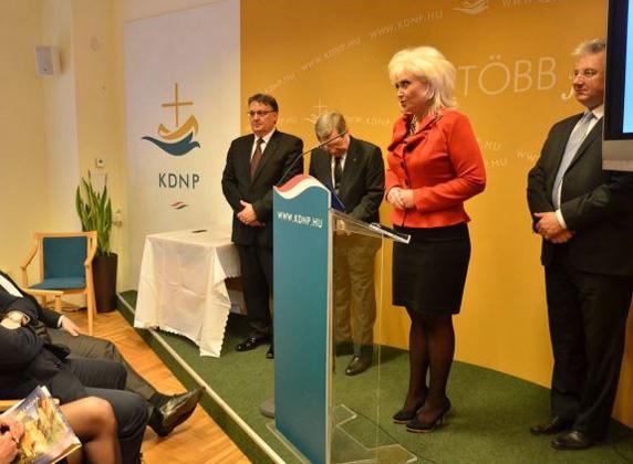 A KDNP alapítójának, Rubovszky Györgynek a lánya, Jeneiné Rubovszky Csilla tanácsadásért kapott legkevesebb 12 millió forintot. Ezen felül Jeneiné az V. kerület KDNP-s alpolgármestere és idősügyi miniszteri biztos.