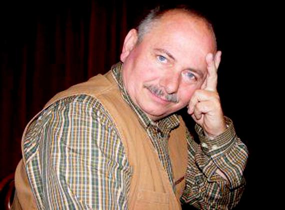 A színész, rendező és a Magyar Gárda Egyesület alapítója, Usztics Mátyás 2012 közepe óta a Jobbiknak tart beszédtechnikaiés kommunikációs tréninget összesen 1,8 millió forint értékben.