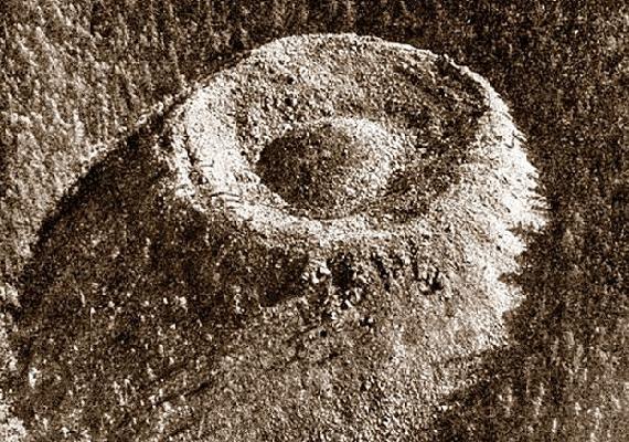 A kráterrel kapcsolatban már a természetfeletti események lehetősége is felmerült, vannak, akik úgy gondolják, a képződmény a földönkívüliek műve.
