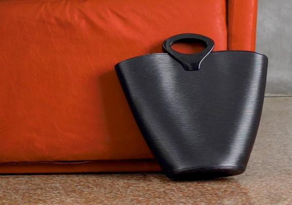 Ne tárold a táskádat a padlón, különösen akkor ne, ha a pénztárcád is benne van! A babona szerint a következmény elszegényedés lesz.