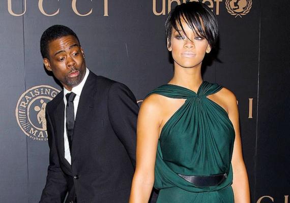 Chris Rock kihasználta a pillanatot, amikor Rihanna a fotósokra figyelt, és leplezetlenül bámulta az énekesnő fenekét.