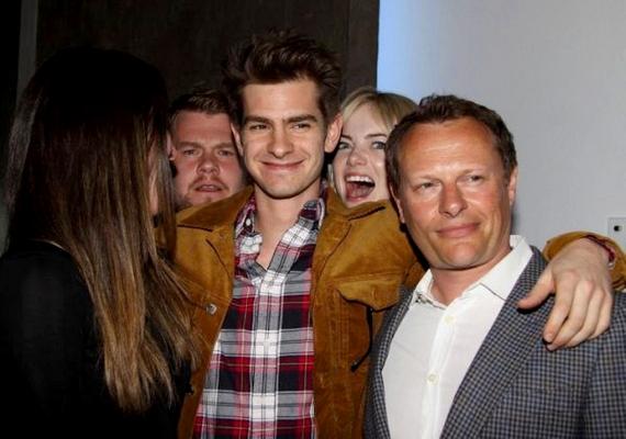 Emma Stone a barátját, Andrew Garfieldot photobombolta meg.