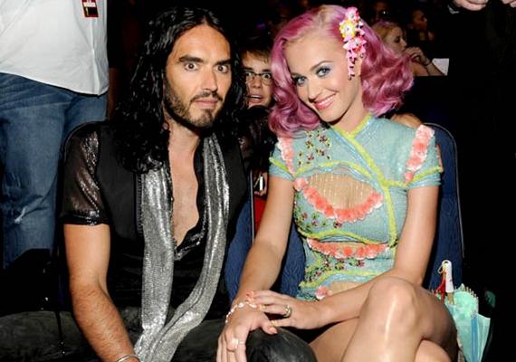 Az azóta különvált Katy Perry-Russell Brand páros közös fotóján Justin Bieber a legérdekesebb.