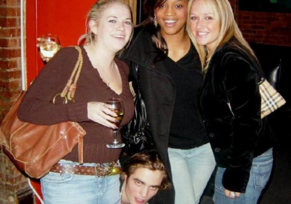 Sok lány álmodozik egy közös képről Robert Pattinsonnal, de vajon egy ilyennek is örülnének?