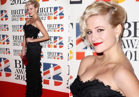 A Brit Awardsra kivételesen hosszú ruhát választott...