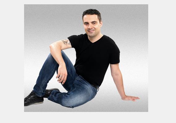 A jobbikos Vona Gábor ezzel a huncut mosollyal köszönte meg Facebook-oldalán a 110 ezredik lájkot, amit a profiloldala kapott.