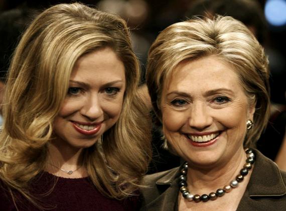Az USA jelenlegi külügyminiszterét, Hillary Clintont nagyon szoros kapcsolat fűzi lányához, Chelsea Clintonhoz.