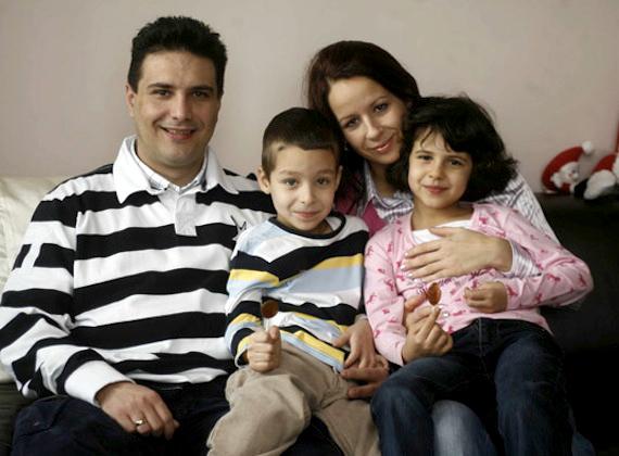 Mesterházy Attila feleségével és két gyönyörű gyermekével.