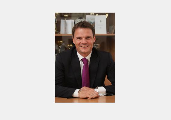 A fideszes Bánki Erik, a sport- és turizmusbizottság elnöke csak felsőfokú szakképesítéssel rendelkezik.