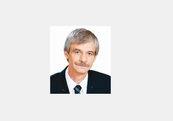 Az exfideszes független képviselő, Molnár Oszkár szintén csak gimnáziumi érettségivel rendelkezik.