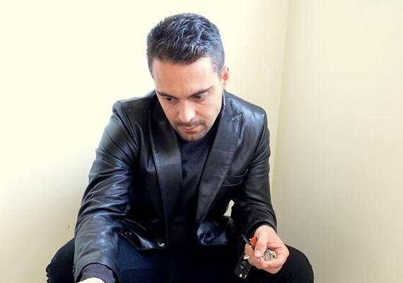 A Jobbik pártelnöke, Vona Gábor is átgondolhatta volna a bőrzakó viselését, ami meglehetősen divatjamúlt manapság.