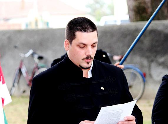 A jobbikos Balla Gergő gépi forgácsoló-esztergályos szakképesítést szerzett. 2010 óta országgyűlési képviselő.