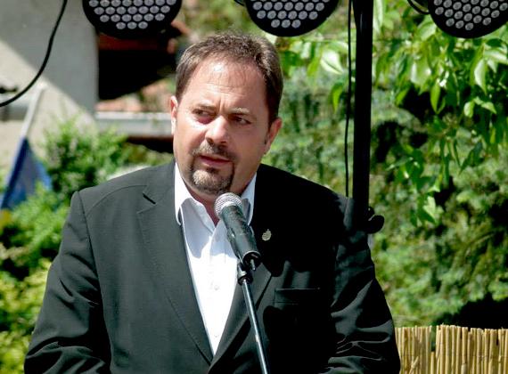 A fideszes országgyűlési képviselő, Pócs János a Hatvani Szakmunkás Iskolában tanult, és családi hagyományként vitte tovább a dinnyetermesztést. A mai napig ezzel foglalkozik, és az Agribrands-Purina továbbforgalmazója.