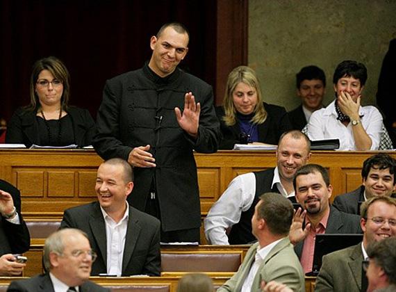 A jobbikos Zagyva György Gyula 2010-ben szerzett mandátumot a parlamentben. 1993-ban végzett villanyszerelőként az egri Bornemissza Gergely Szakképzési Intézetben.