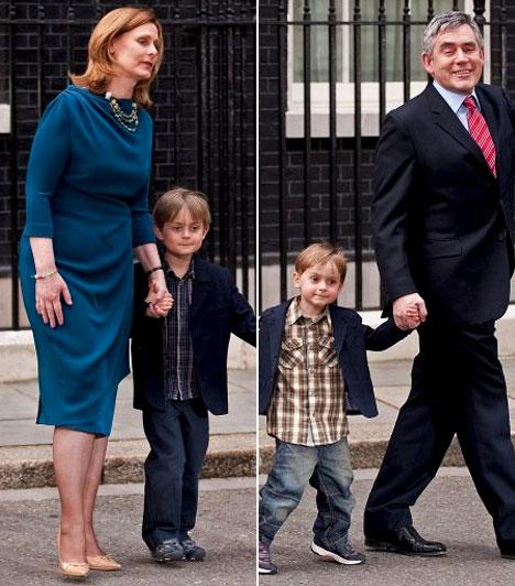 Gordon Brown  Az Egyesült Királyság volt miniszterelnöke. Brown 49 évesen házasodott meg, ekkor vette el Sarah Macaulay-t.  Brownnak két fiúgyermeke van, John és James Fraser, akinél 2006-ban cisztás fibrózist diagnosztizáltak, ami egy súlyos, genetikai betegség.