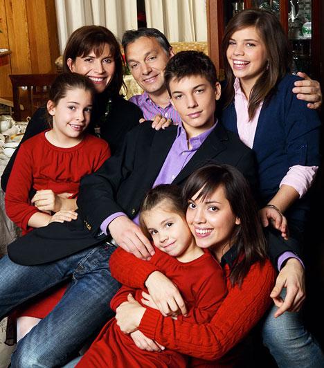 Orbán Viktor  Orbán Viktor és Lévai Anikó 1986 szeptemberében kötött házasságot. Öt gyermekük van: Ráhel, Gáspár, Sára, Róza és Flóra. A legidősebb gyermek 1989-ben, a legkisebb 2004-ben született.  A jogász végzettségű Lévai Anikó a Gödöllői Agrártudomány Egyetemen tanít pénzügyjogot. A Nemzetközi Gyermekmentő Szolgálatban 1990 óta dolgozik hátrányos helyzetű gyermekek segítésén, 1998 óta pedig a Magyar Ökumenikus Segélyszervezetben végez önkéntes karitatív munkát.