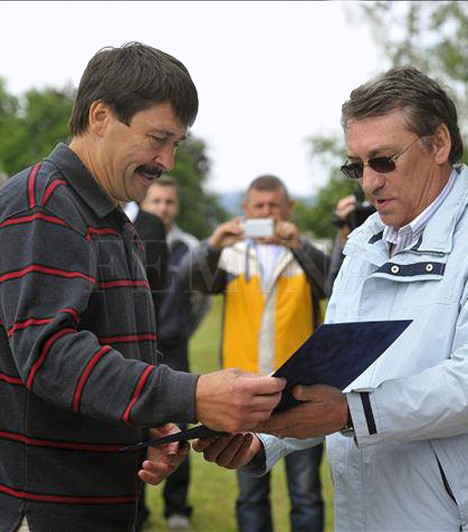Néma élvezetekAz államfő, Áder János többször beszélt már nyilvánosság előtt a horgászszenvedélyéről. Még idén részt vett Agárdon a Magyar Országos Horgász Szövetség horgászversenyén, ahol átvehette a Horgászat nagykövete díjat.