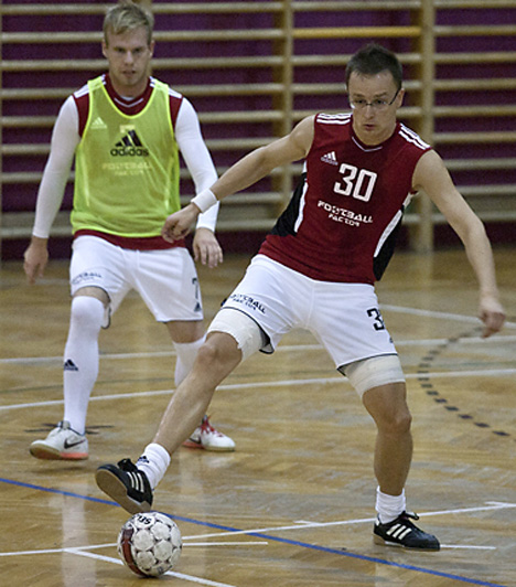 Mindennapos mozgás  A külügyekért felelős államtitkár, Szijjártó Péter legnagyobb szenvedélye a foci. Valószínűleg ezért is lett Orbán Viktor egyik első embere.