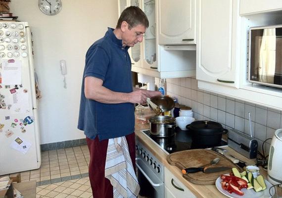Gyurcsány Ferenc főzőszenvedélye egyre többször kap nyilvánosságot. Vajon a háziasszonyok szívére igyekszik hatni?